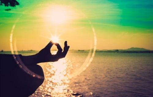 7 Ways Meditation Makes You Successful